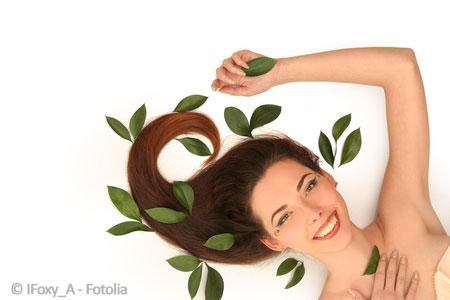 Mit einer Haarmaske mit Aloe Vera glaenzendes Haar bekommen