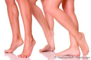 Glatte Beine von drei Frauen